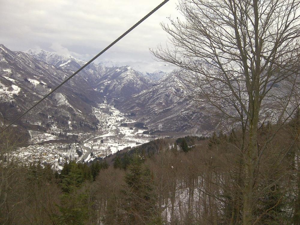 Vista sulla Valsesia innevata dalla funivia Scopello Alpe di Mera