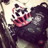abbigliamento e accessori mtb cosa portare nello zaino borraccia con integratore casco action camera ghost amr 650b
