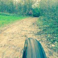 mountain bike valle olona mtb sentiero foto con iphone custodia lifeproof case support