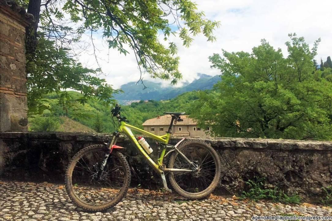 percorso cicloturistico in bicicletta santuario francescano la foresta Santuario Francescano di Fonte Colombo
