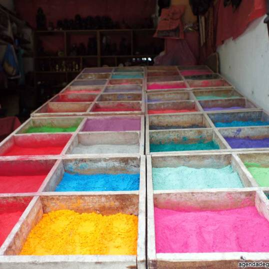 sette giorni in nepal colori naturali pigmenti per dipingere mandala cosa vedere nella valle di kathmandu