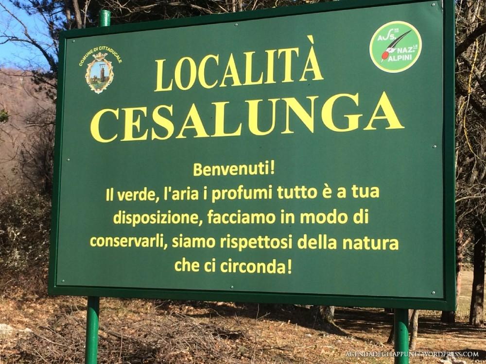 un cartello che istruisce i fruitori del prato in località cesalunga a cittaducale in provincia di rieti fruisci rispetta divertiti ride enjoy respect