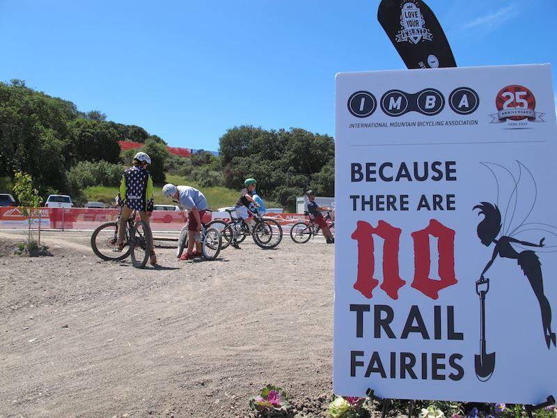 mtb trail building manutenzione dei sentieri mountain bike fatine dei boschi pulizia sentieri montagna imba italia
