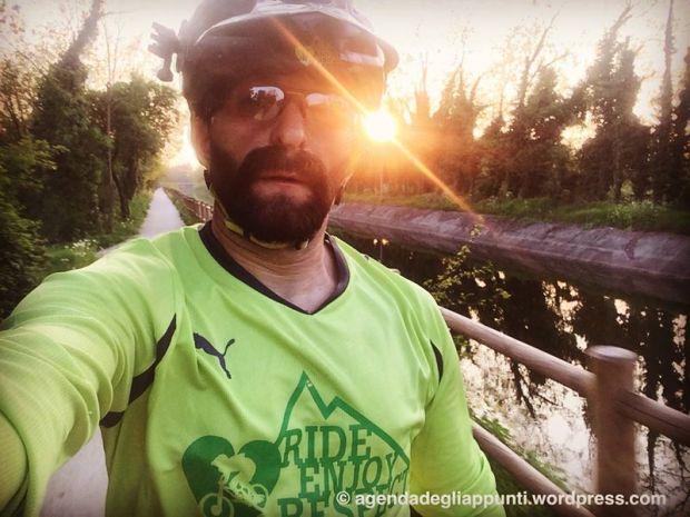 in bicicletta sul canale villoresi