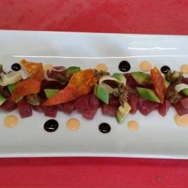 Carpaccio di tonno con funghi porcini salatati all'aglio dolce e prezzemolo cucina tradizionale menù terrazza manzotti chef mauro civiero