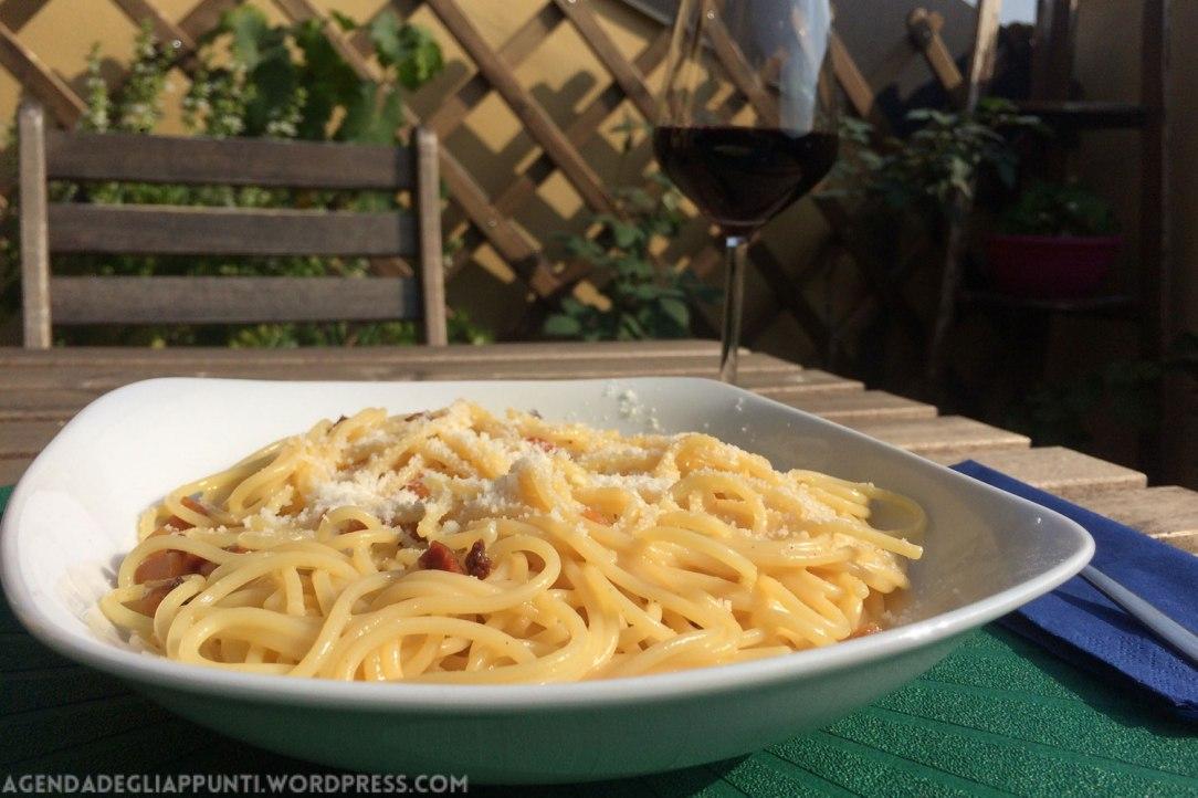 preparare gli spaghetti alla carbonara secondo la ricetta originale romana