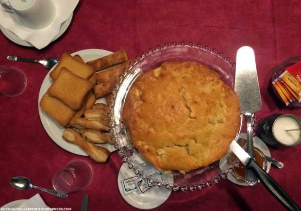 colazione con torta di mele agriturismo turina bricherasio