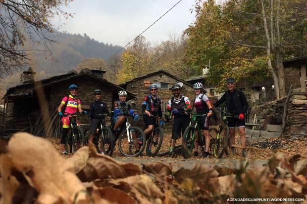 il gruppo in mountain bike lungo i sentieri della val pellice