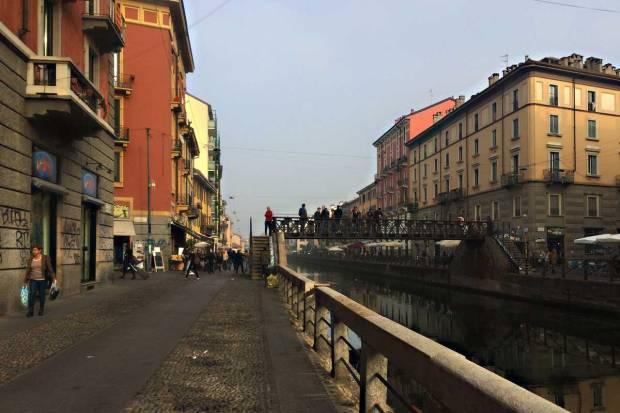 in bicicletta da oleggio a milano lungo il naviglio grande darsena porta ticinese