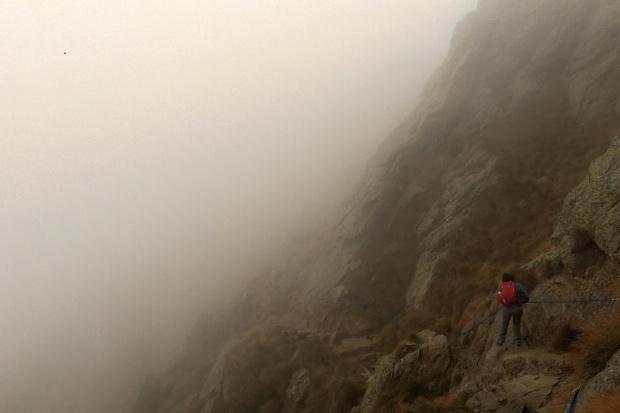 tratto attrezzato con funi lungo il sentiero del monte legnone