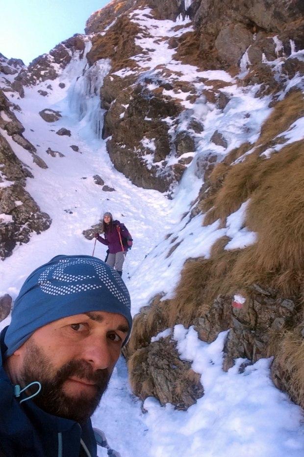 canalino di neve sentiero rifugio benigni