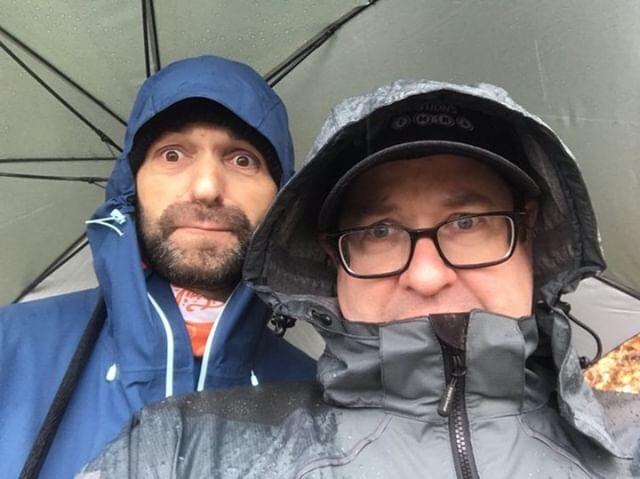 autoscatto sotto l'ombrello insieme a Shane Wilson