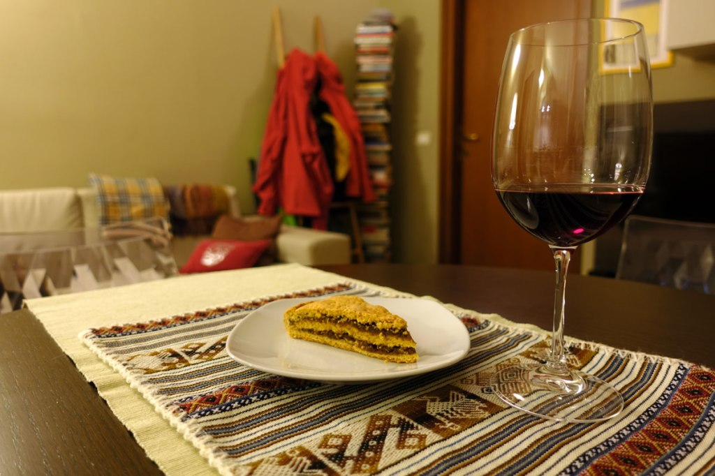 torta di san martino dolce tradizionale di santa rufina con vino (o mosto) cotto e noci