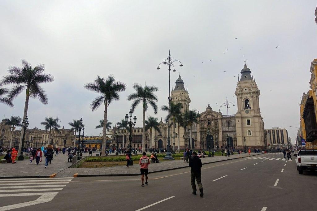 plaza de armas lima itinerario viaggio quindici giorni in perù