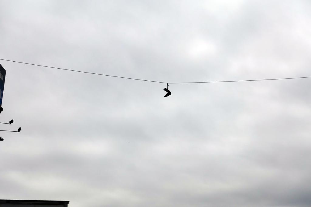 scarpe appese ad un filo nel barrio el salvador di lima itinerario quindici giorni viaggio in perù