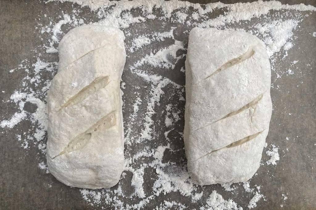 filoncini di pane fatto in casa dopo la seconda lievitazione