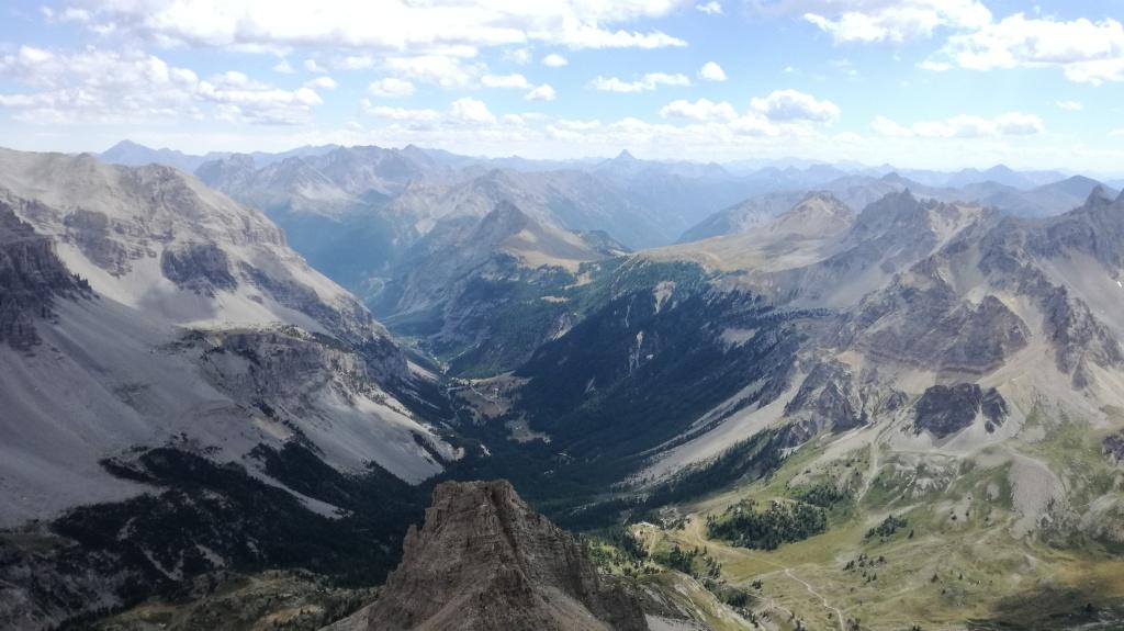 in foto la valle stretta vista da punta mattirolo