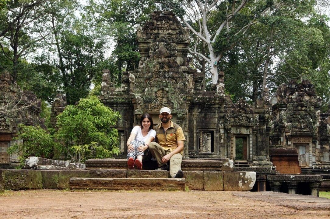autoscatto ai piedi di un tempio nella provincia di siem reap in cambogia