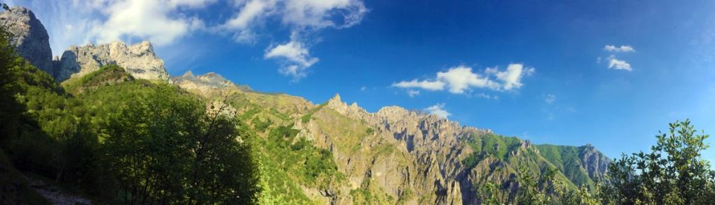 Panoramica del versante ovest della Grigna Settentrionale scattata dal sentiero che conduce al rifugio Elisa