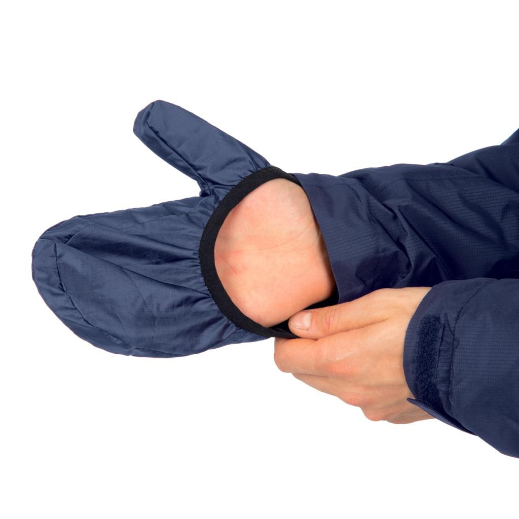 in foto un particolare della giacca impermeabile antipioggia rainover di tucano urbano