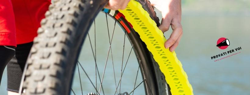 in foto il montaggio dell'inserto salva cerchio per ruote mtb