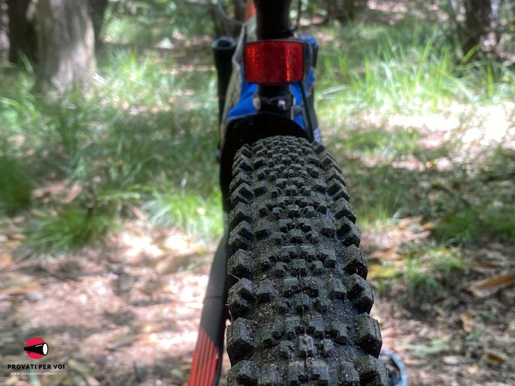 tasselli di uno pneumatico mountain bike