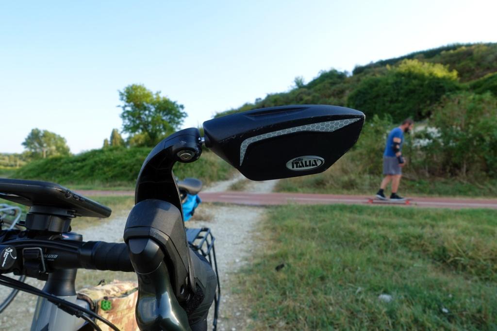 la parte frontale dello specchietto retrovisore per bicicletta di Selle Italia