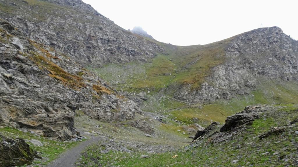 sentiero di montagna tra le rocce