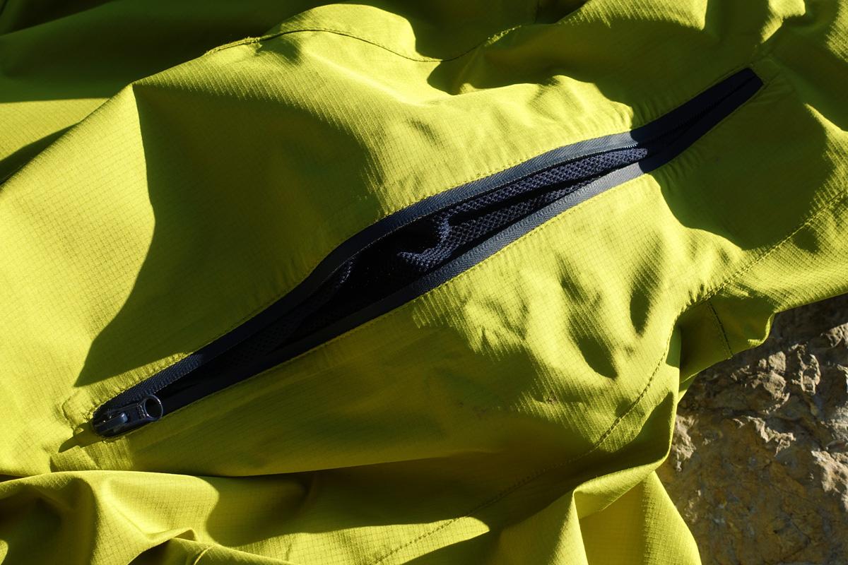cerniera a zip impermeabile aperta