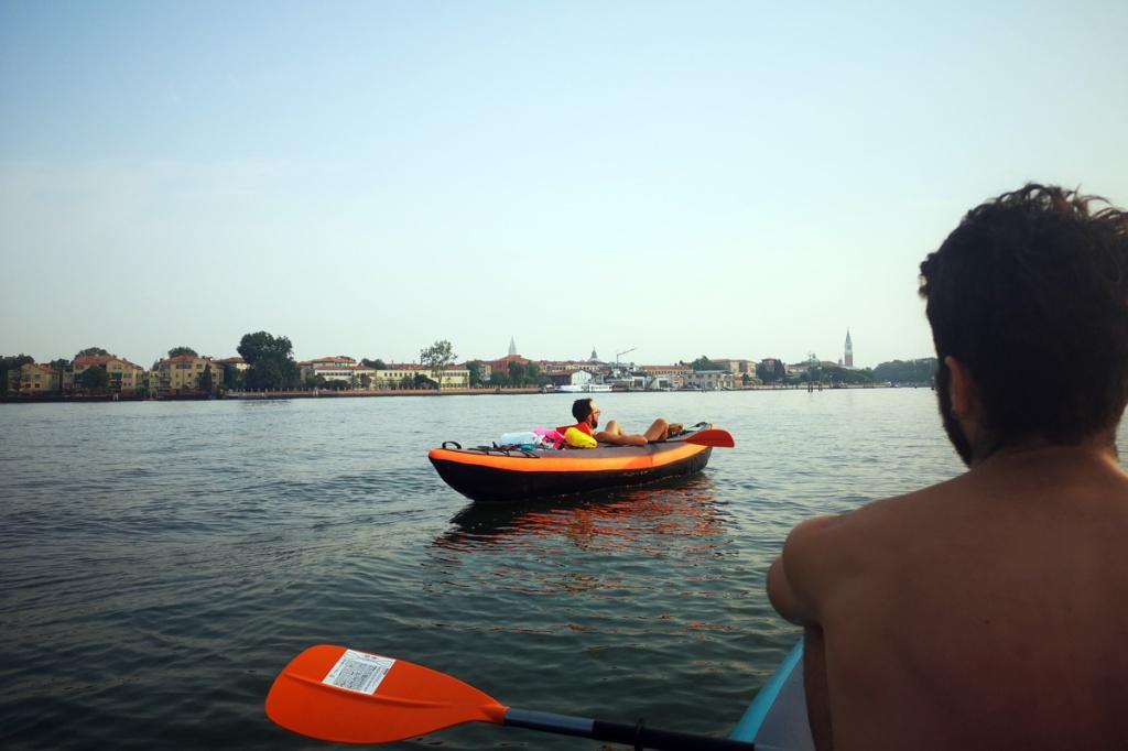 Con la canoa vicino a Venezia