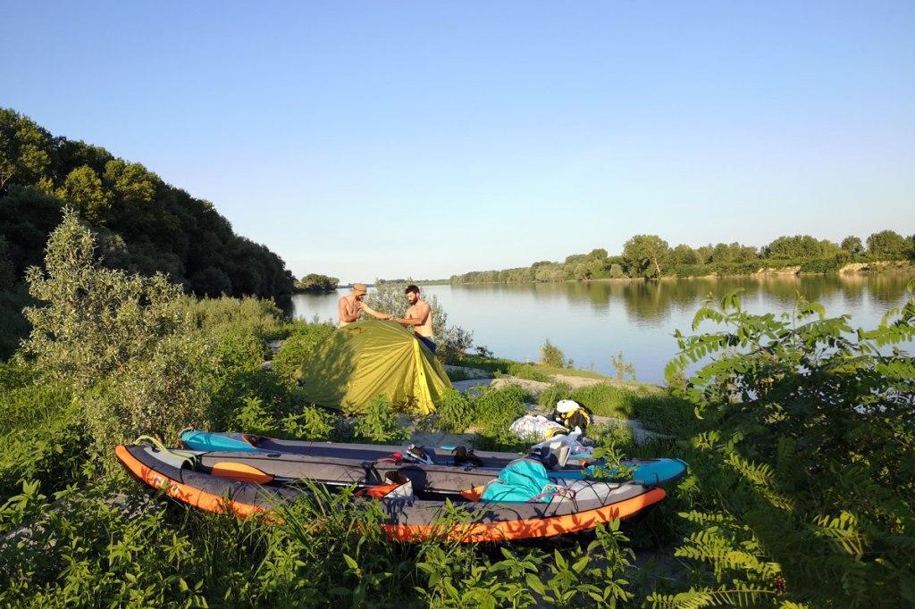 Bivacco con i Kayak sul Po