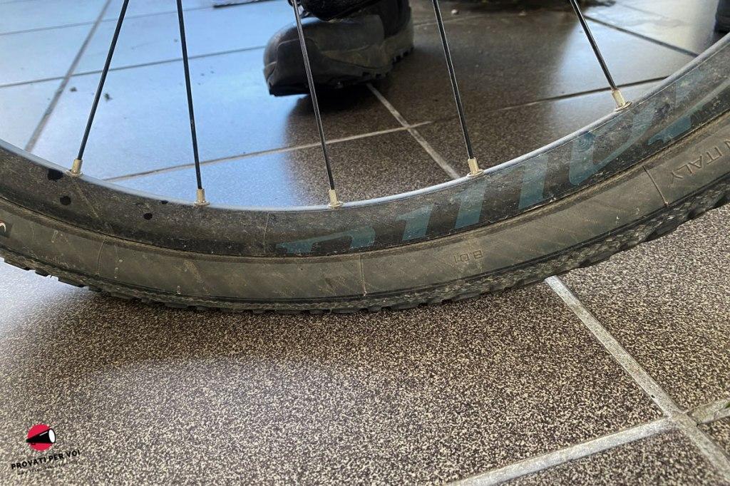 primo piano su uno pneumatico per bicicletta gravel bike